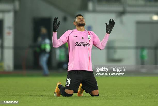 Andres Andrade of LASK celebrates following their draw in the UEFA Europa League Group J stage match between LASK and Tottenham Hotspur at Linzer...