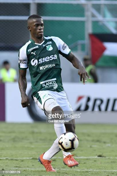 Andres Colorado of Cali controls the ball during a second round first leg match between Deportivo Cali and Peñarol as part of Copa CONMEBOL...