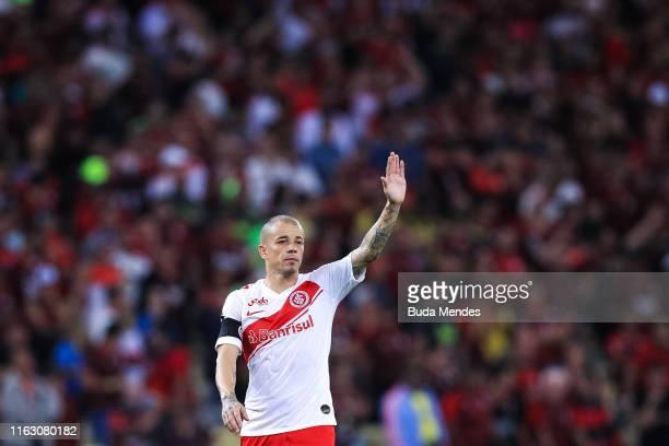 Andres D'Alessandro of Internacional gestures during a match between Flamengo and Internacional as part of Copa CONMEBOL Libertadores 2019 at...
