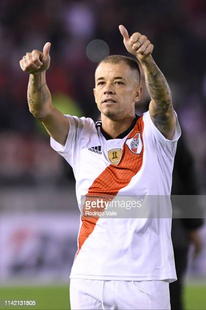 Andres D'Alessandro of Internacional waves to River Plate fans after a group A match between River Plate and Internacional as part of Copa CONMEBOL...