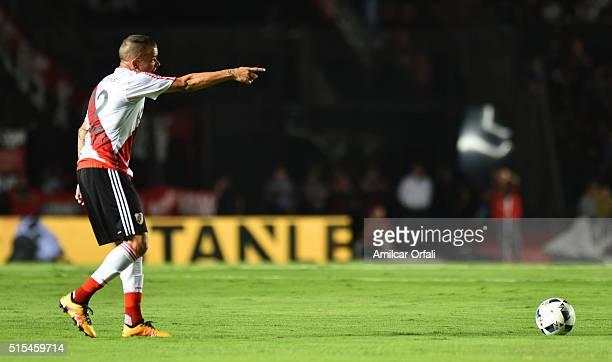 Andres D'Alessandro of River Plate gestures during a match between Colon and River Plate as part of Torneo de Transicion 2016 at Brigadier Lopez...