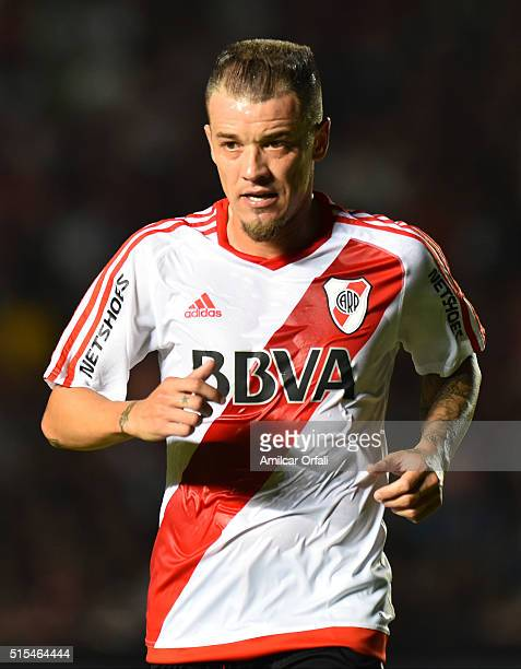 Andres D'Alessandro of River Plate looks on during a match between Colon and River Plate as part of Torneo de Transicion 2016 at Brigadier Lopez...