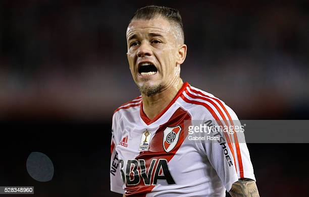 Andres D'Alessandro of River Plate reacts during a second leg match between River Plate and Independiente del Valle as part of round of 16 of Copa...