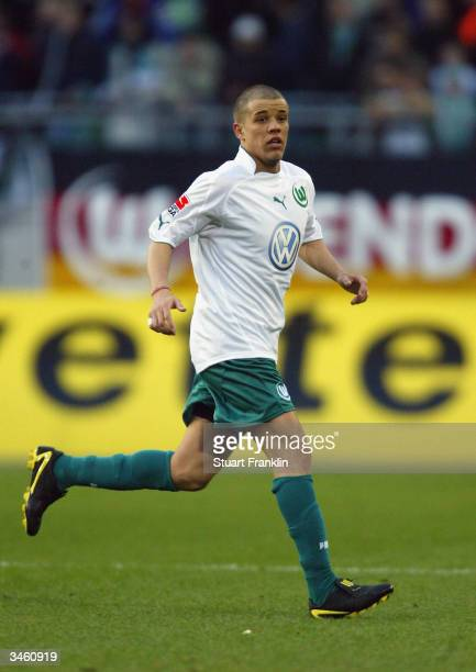 Andres D'Alessandro of VfL Wolfsburg in action during the German Bundesliga match between VfL Wolfsburg and Werder Bremen held on March 21, 2004 at...