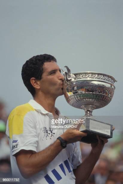 Andres Gomez vainqueur du tournoi de tennis de Roland Garros le 10 juin 1990 à Paris France