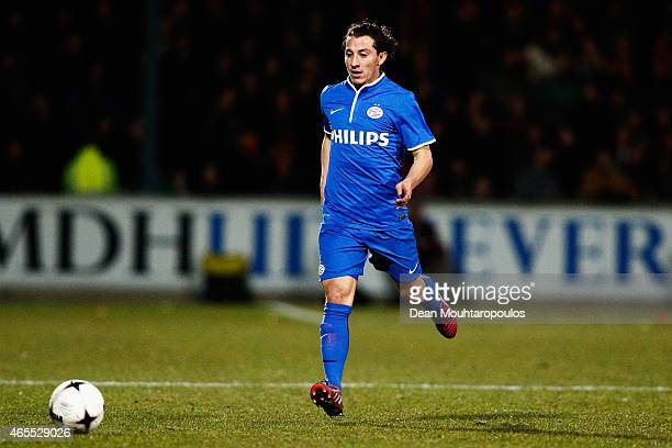 Andres Guardado of PSV in action during the Dutch Eredivisie match between Go Ahead Eagles and PSV Eindhoven held at the De Adelaarshorst Stadium on...