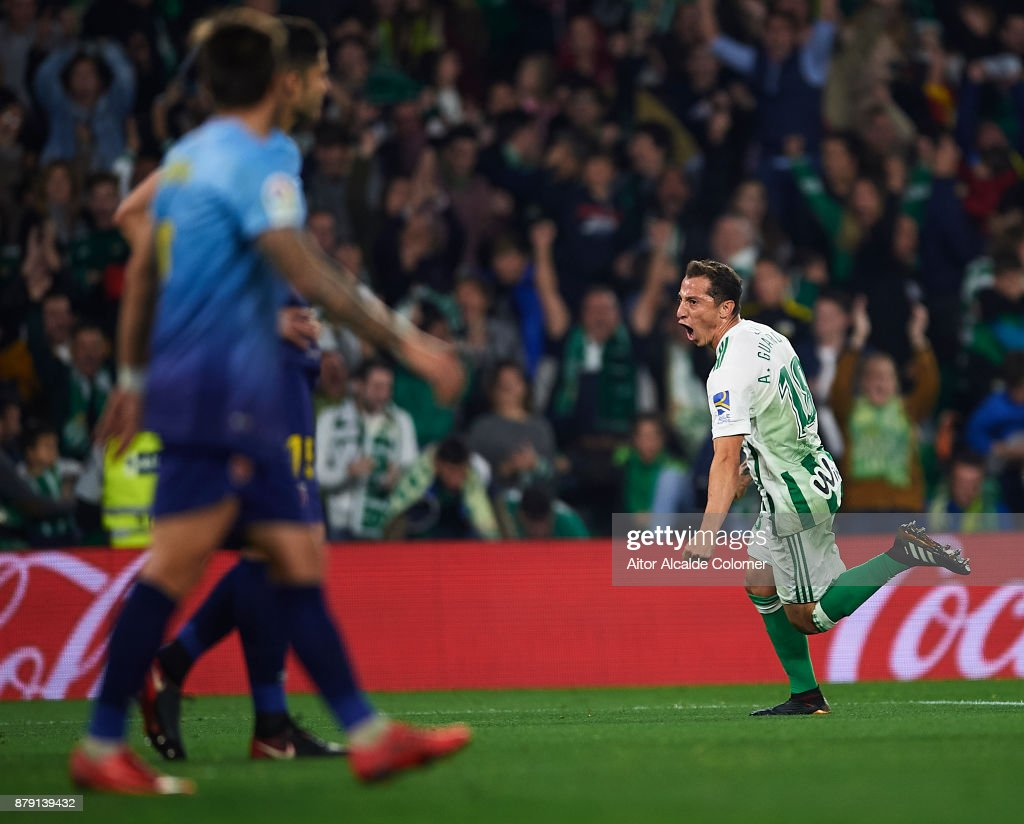 Andres Guardado of Real Betis Balompie celebrates after scoring the first goal for Real Betis Balompie during the La Liga match between Real Betis and Girona at Estadio Benito Villamarin on November 25, 2017 in Seville, .