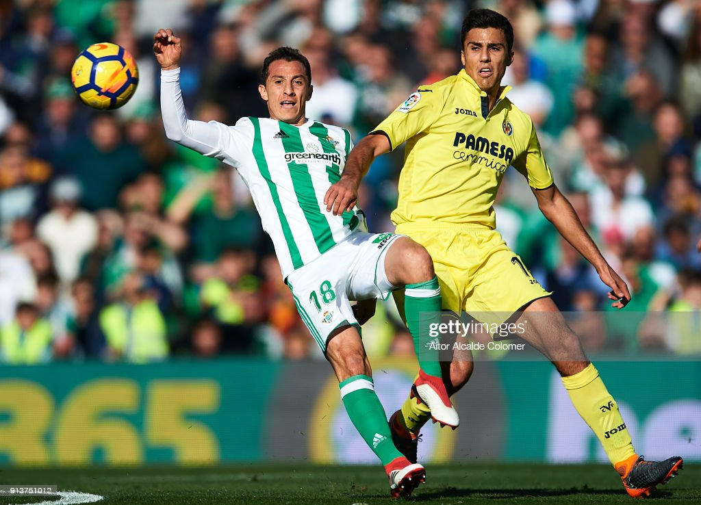 Andres Guardado of Real Betis Balompie (L) competes for the ball with Rodrigo Hernandez of Villarreal CF (R) during the La Liga match between Real Betis and Villarreal at Estadio Benito Villamarin on February 3, 2018 in Seville, Spain.