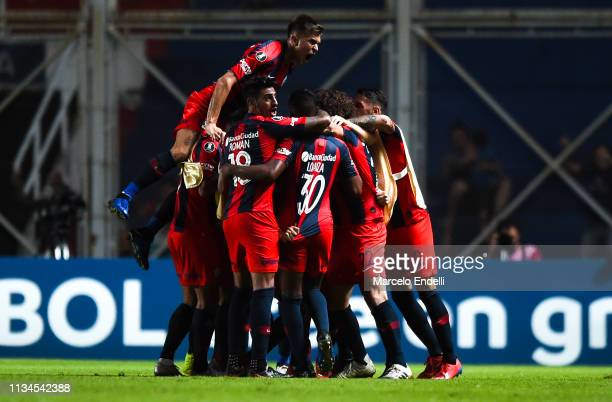 Andres Herrera of San Lorenzo celebrates with teammates after scoring the first goal of his team during a group F match between San Lorenzo and...