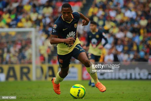 Andres Ibarguen of America controls the ball during the quarter finals second leg match between America and Pumas UNAM as part of the Torneo Clausura...