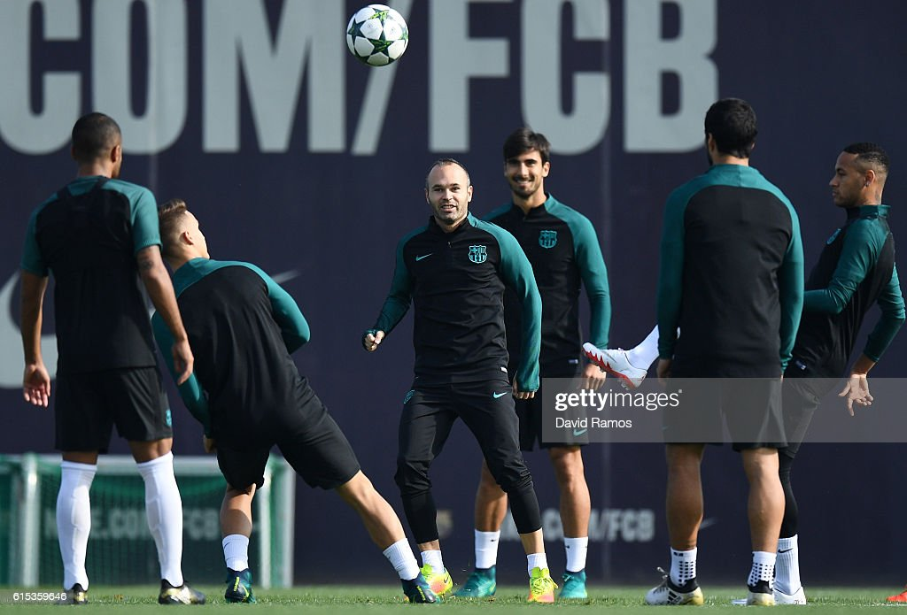 Andres Iniesta of Barcelona warms up with teamates during the FC Barcelona training session at Ciutat Esportiva Joan Gamper on October 18, 2016 in Barcelona, Spain.
