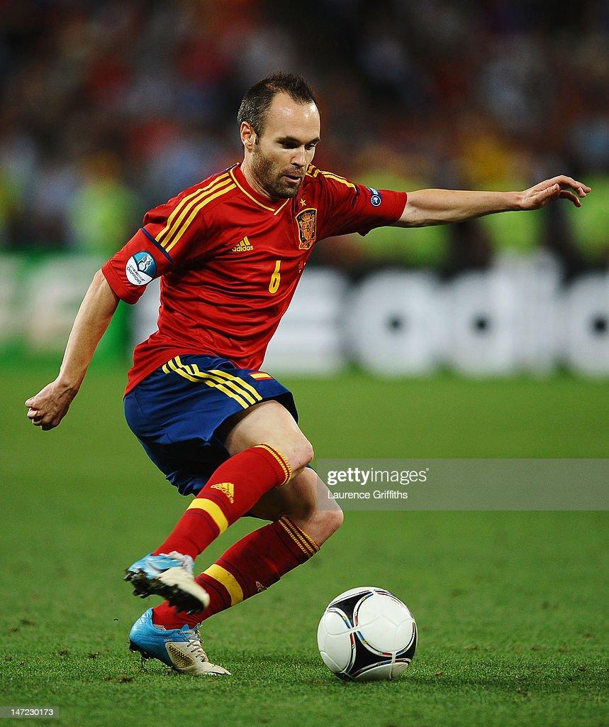 Portugal v Spain - UEFA EURO 2012 Semi Final : News Photo