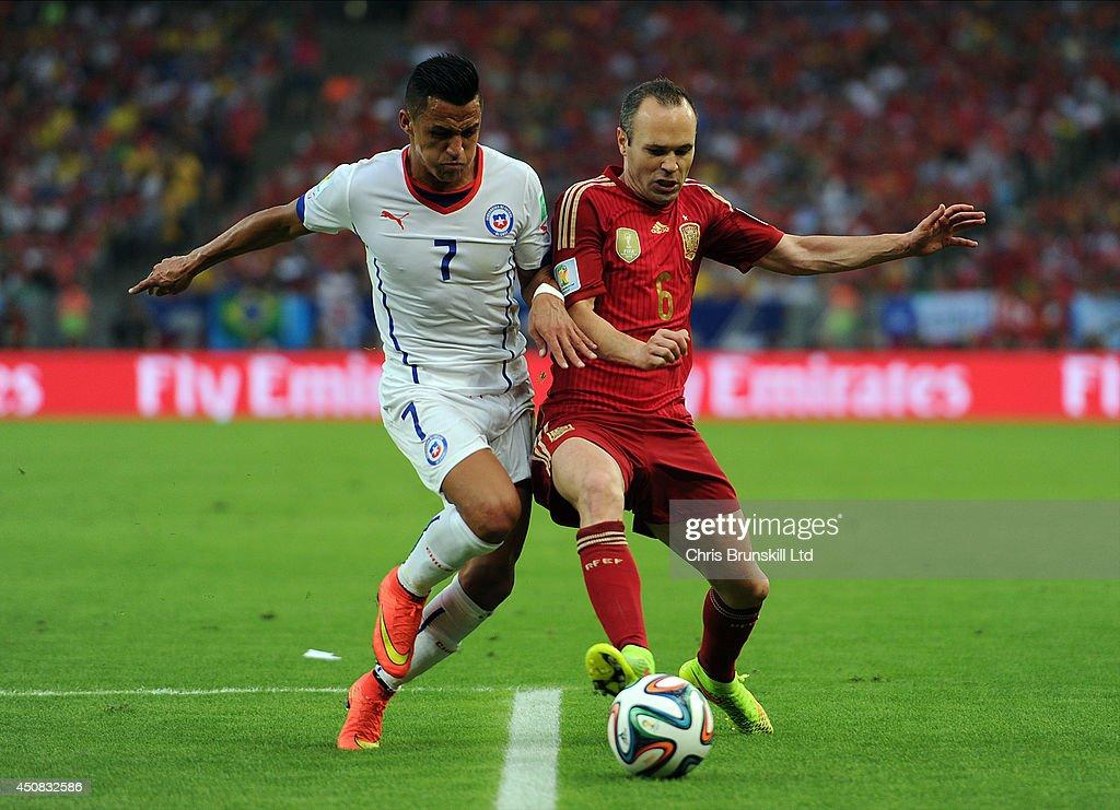 Spain v Chile: Group B - 2014 FIFA World Cup Brazil : News Photo