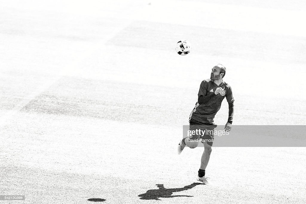 Spain Training Session - UEFA Euro 2016 : News Photo