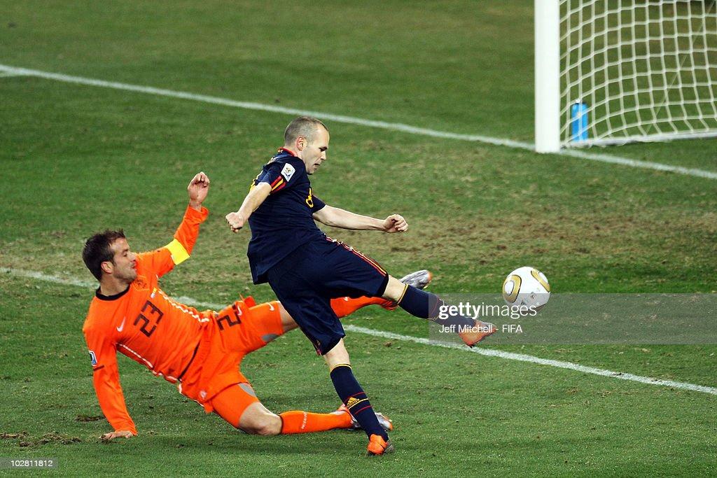 Netherlands v Spain: 2010 FIFA World Cup Final : News Photo