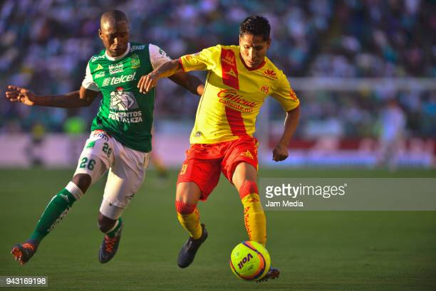 Andres Mosquera of Leon chases Raul Ruidiaz of Morelia during the 14th round match between Leon and Morelia as part of the Torneo Clausura 2018 Liga...