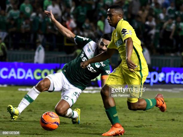 Andres Perez of Deportivo Cali vies for the ball with Andres Ibargüen of Atletico Nacional during the Final first leg match between Deportivo Cali...