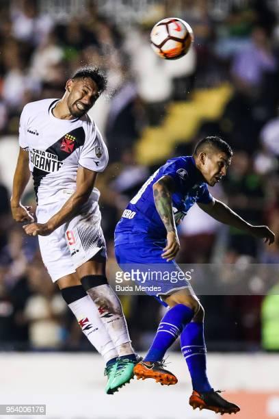 Andres Rios of Vasco da Gama struggles for the ball with Lucas Romero of Cruzeiro during a match between Vasco da Gama and Cruzeiro as part of Copa...