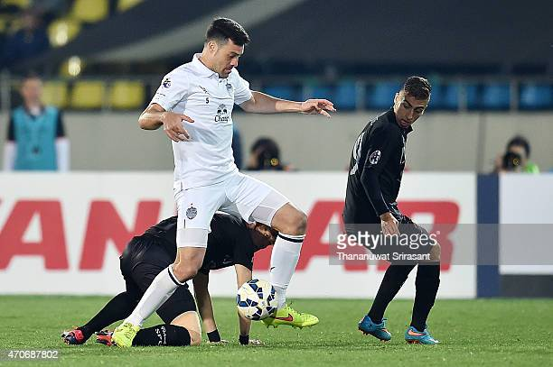 Andres Tunez of Buriram United holds the ball during the Asian Champions League match between Seongnam FC and Buriram United at Tancheon Sports...