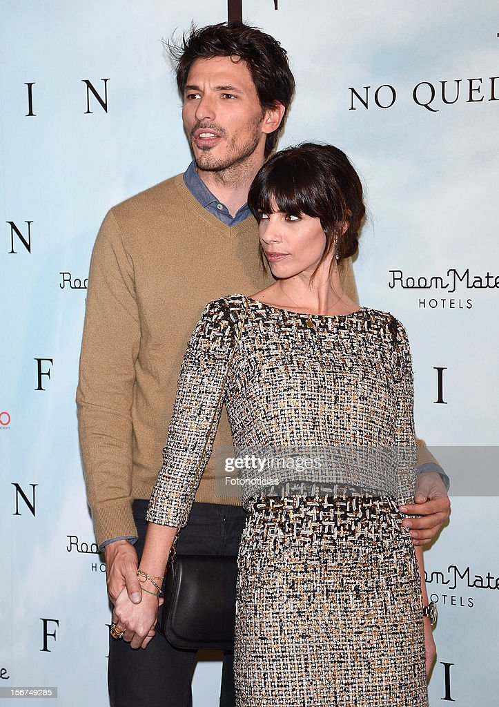 Andres Velencoso (L) and Maribel Verdu attend a photocall for 'Fin' at the Room Mate Oscar Hotel on November 20, 2012 in Madrid, Spain.