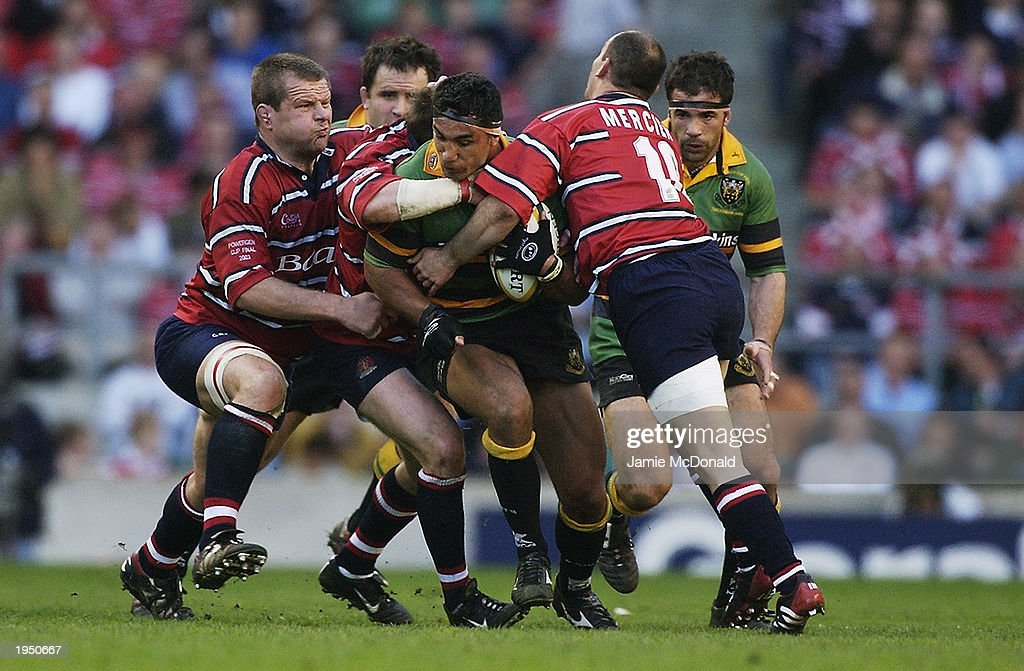 Andrew Blowers of Northampton Saints is surrounded by the Gloucester defence : News Photo