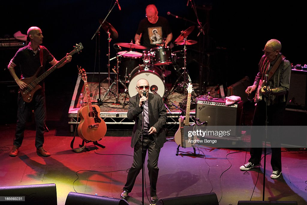 Graham Parker And The Rumour Perform In Leeds : News Photo