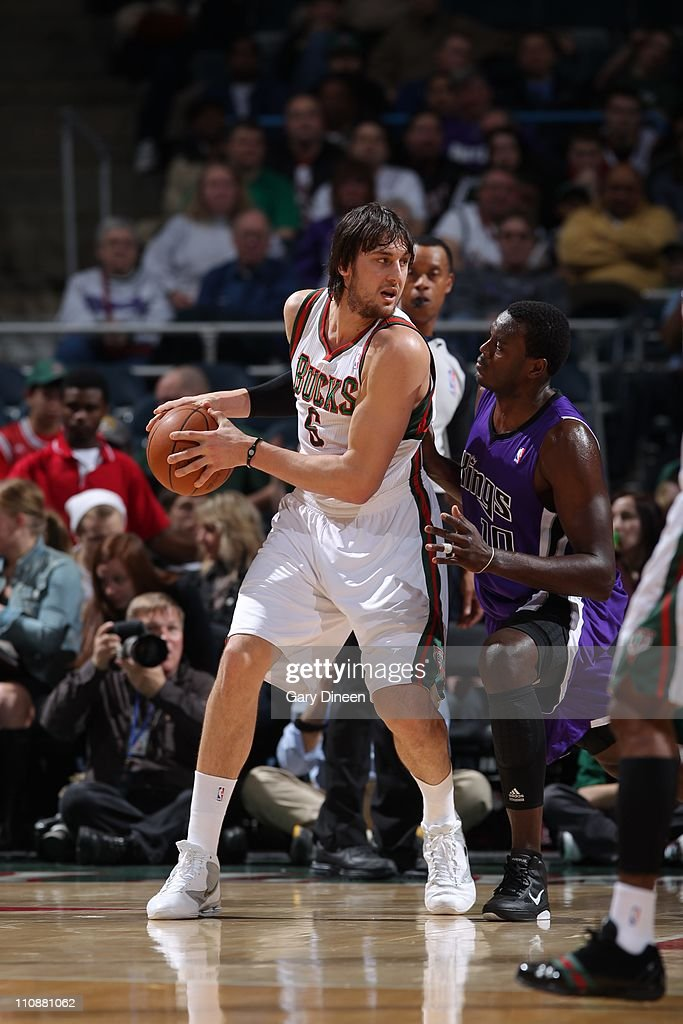 Sacramento Kings v Milwaukee Bucks