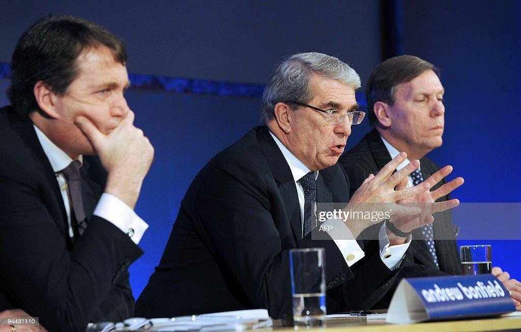 Andrew Bonfield (L), Cadbury Chief Finan : News Photo