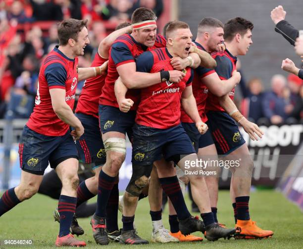 Andrew Conway of Munster celebrares with team mates after scoring a crucial late second half try during the European Rugby Champions Cup match...