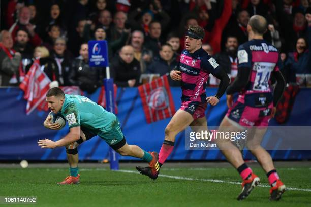 Andrew Conway of Munster runs in to score a try during the Champions Cup match between Gloucester Rugby and Munster Rugby at Kingsholm Stadium on...