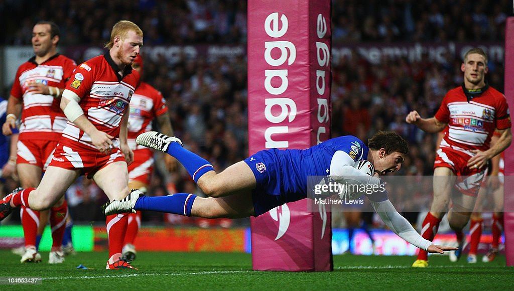 St Helens v Wigan Warriors - engage Super League Grand Final : News Photo