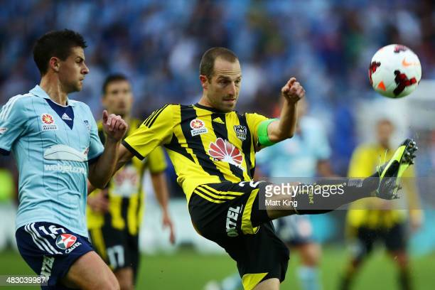 Andrew Durante of the Phoenix controls the ball during the round 26 ALeague match between Sydney FC and the Wellington Phoenix at Allianz Stadium on...
