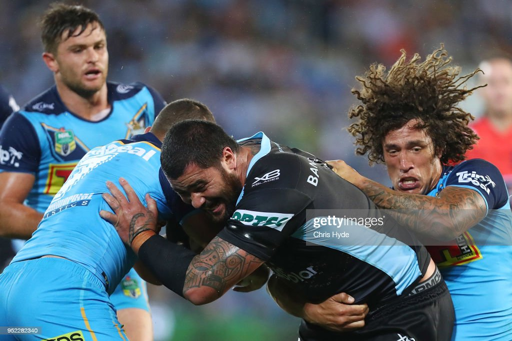 NRL Rd 8 - Titans v Sharks : News Photo