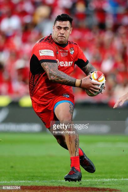 Andrew Fifita of Tonga charges forward during the 2017 Rugby League World Cup Semi Final match between Tonga and England at Mt Smart Stadium on...
