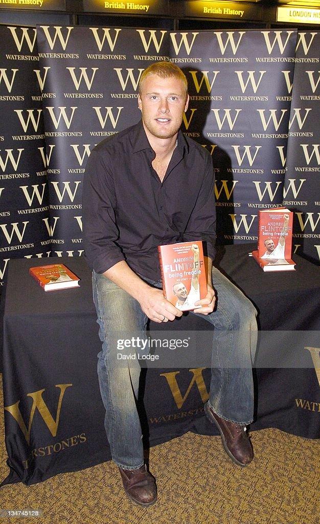 "Andrew Flintoff Signs His Book ""Being Freddie"" at Waterstone's in London - October 27, 2005 : ニュース写真"