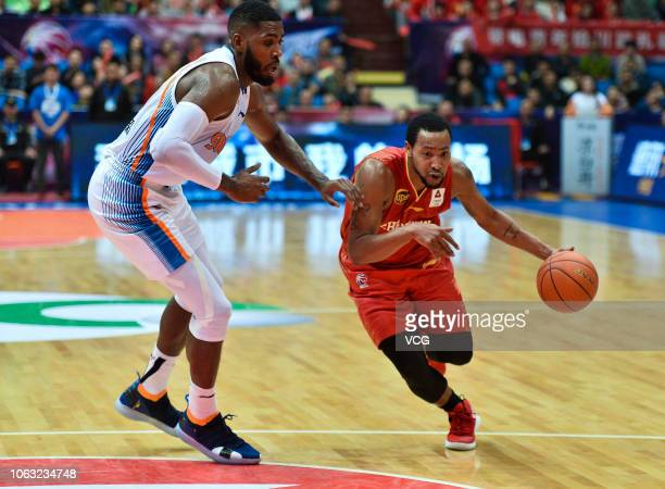 Andrew Goudelock of Shandong HiSpeed Golden Stars defends against Jason Thompson of Sichuan Jinqiang Blue Whales during the 2018/2019 Chinese...