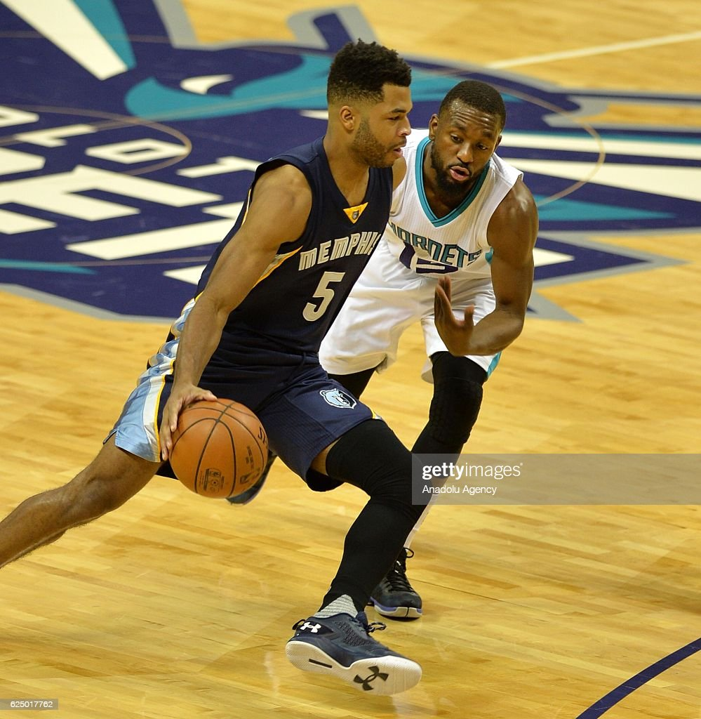 Andrew Harrison (L) of Memphis Grizzlies passes Kemba Walker (R) of Charlotte Hornets during the NBA match between Memphis Grizzlies vs Charlotte Hornets at the Spectrum arena in Charlotte, NC, USA on November 21, 2016.