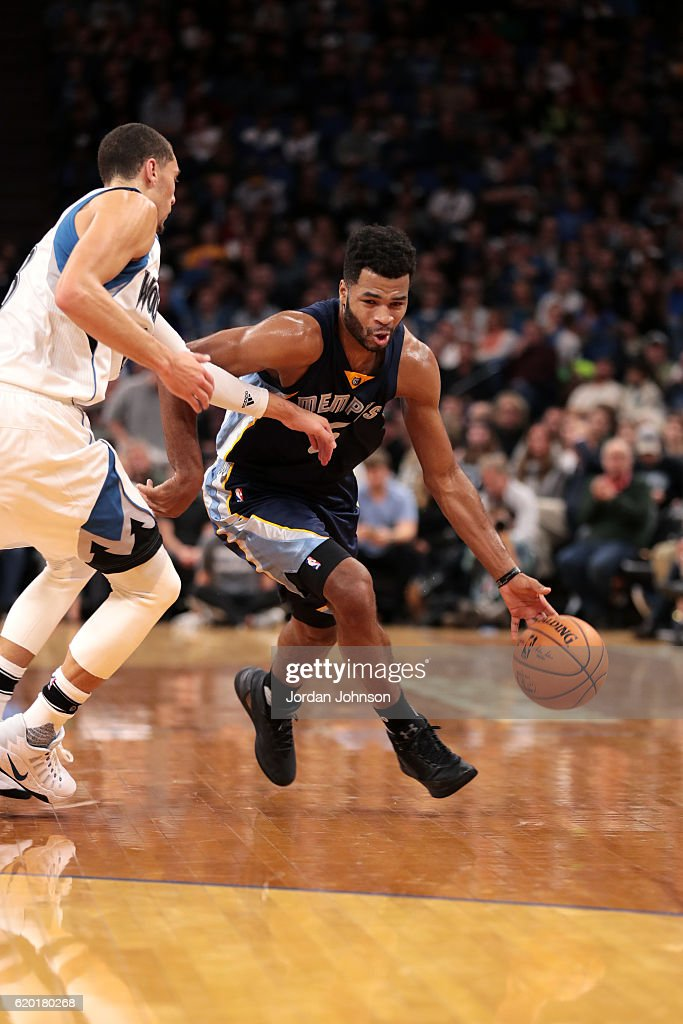 Andrew Harrison #5 of the Memphis Grizzlies handles the ball during the game against the Minnesota Timberwolves on November 1, 2016 at Target Center in Minneapolis, Minnesota.