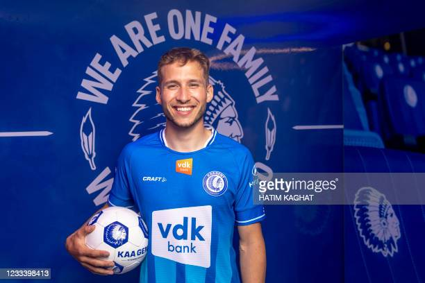 Andrew Hjulsager poses for the photographer, as latest transfer of Belgian first division soccer team KAA Gent to present a transfer, Friday 11 June...