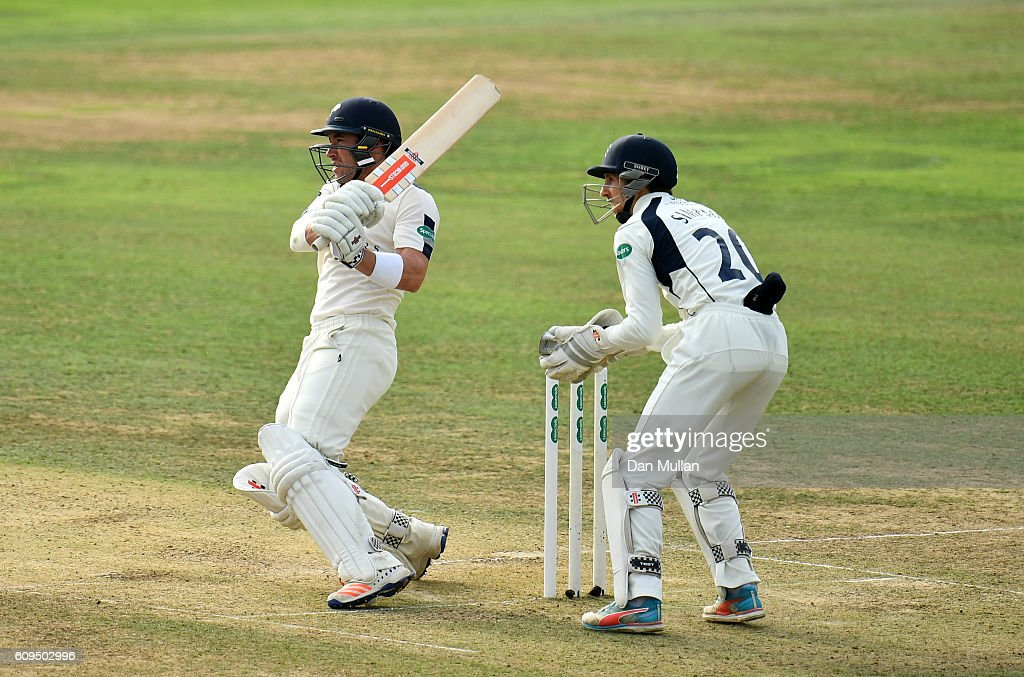 Middlesex v Yorkshire - Specsavers County Championship: Division One : News Photo