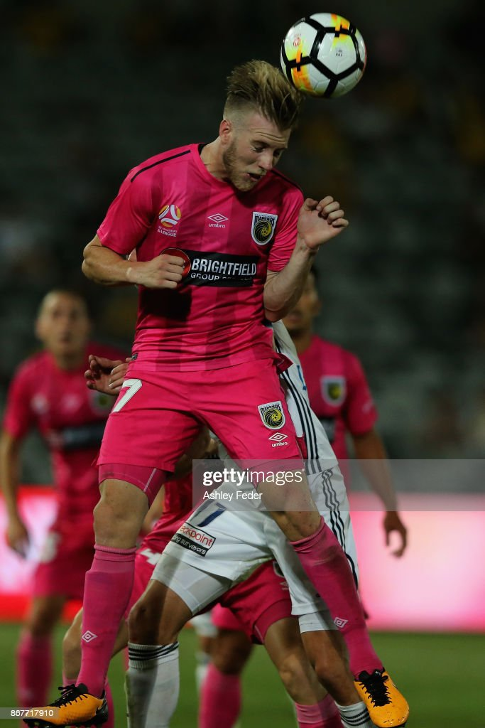 Andrew Hoole of the Mariners heads the ball during the round four A-League match between the Central Coast Mariners and the Melbourne Victory at Central Coast Stadium on October 29, 2017 in Gosford, Australia.
