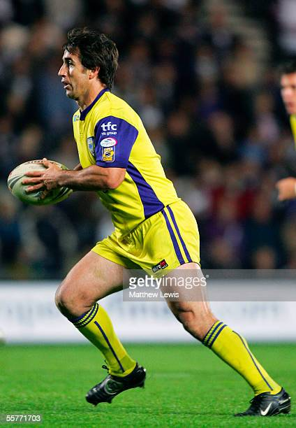 Andrew Johns of Warrington in action during the Engage Super League match between Hull FC and Warrington Wolves at the KC Stadium on Septmber 16 2005...