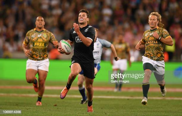Andrew Knewstubb of New Zealand makes a break to score a try during day 1 of the HSBC Cape Town Sevens Pool A match 24 between New Zealand vs South...