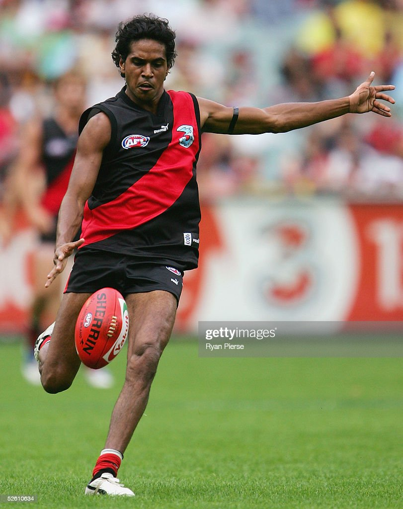Andrew Lovett #41 for the Bombers in action during the round three AFL match between the Essendon Bombers and the Hawthorn Hawks at the M.C.G. on April 10, 2005 in Melbourne, Australia.