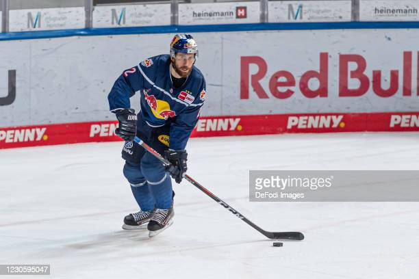Andrew MacWilliam of EHC Red Bull Muenchen looks on during the DEL match between EHC Red Bull Muenchen and Augsburger Panther on January 12, 2021 in...