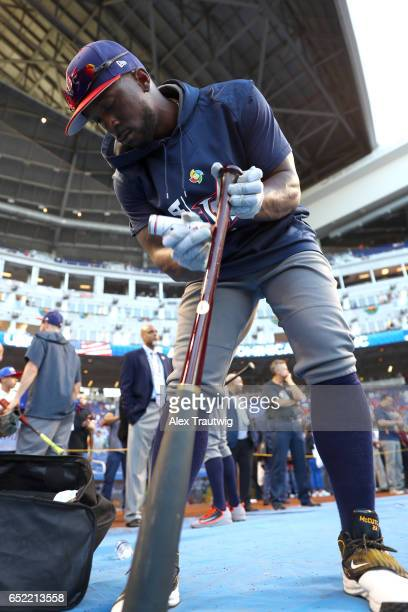 Andrew McCutchen of Team USA puts pine tar on hist bat during batting practice prior to Game 4 Pool C of the 2017 World Baseball Classic against Team...