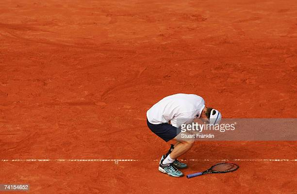 Andrew Murray of Great Britian holds his injured wrist during his match against Filippo Volandri of Italy during day two of the Tennis Masters Series...