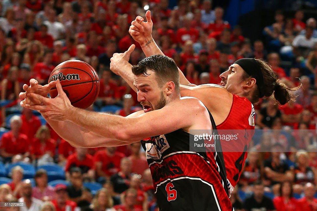 NBL Semi Final - Perth v Illawarra : News Photo