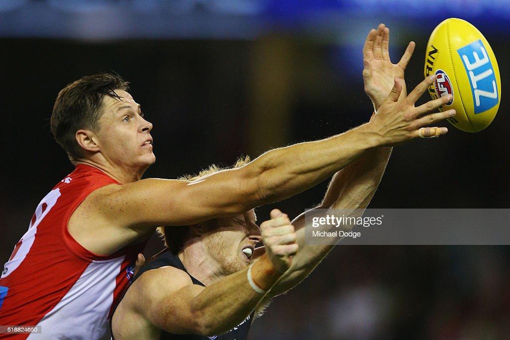 AFL Rd 2 - Carlton v Sydney : News Photo