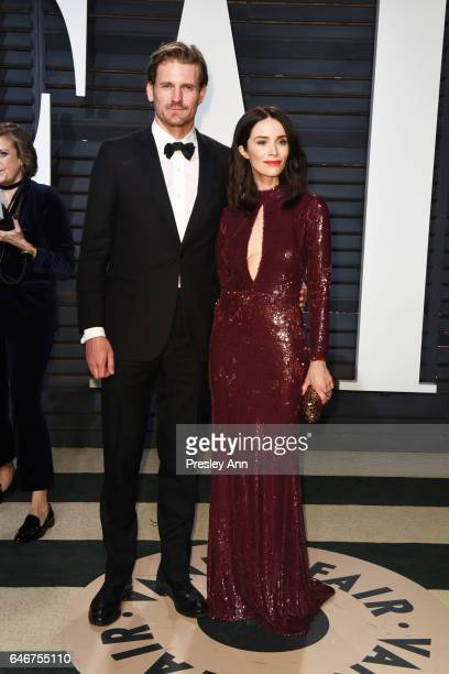 Andrew Pruett and Abigail Spencer attend the 2017 Vanity Fair Oscar Party hosted by Graydon Carter at Wallis Annenberg Center for the Performing Arts...